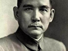 蒋介石并非孙中山指定接班人,为什么短短一年多就掌控了大局?